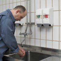 HM2006-0451_worker at wash basin